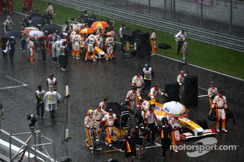 Fernando Alonso, Renault F1 Team, Nelson A. Piquet, Renault F1 Team, after the race was red flagged due to rain