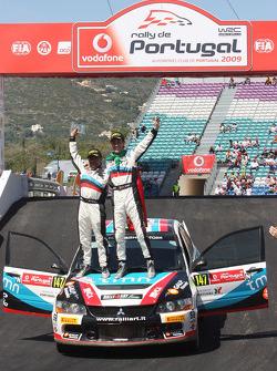 Podium: Armindo Araujo and Miguel Ramalho, Mitsubishi Lancer Evo IX, Ralliart Italy