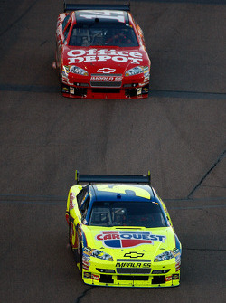 Mark Martin, Hendrick Motorsports Chevrolet, Tony Stewart, Stewart-Haas Racing Chevrolet