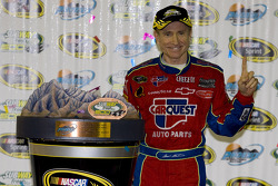 Victory lane: race winner Mark Martin, Hendrick Motorsports Chevrolet