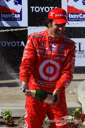 Podium: champagne for race winner Dario Franchitti, Target Chip Ganassi Racing