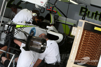 Large fans and air cooling in the Brawn GP garage