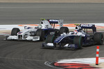 Kazuki Nakajima, Williams F1 Team overtakes Nick Heidfeld, BMW Sauber F1 Team