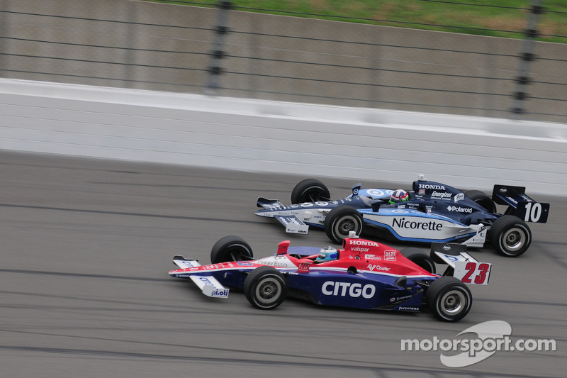 Dario Franchitti, Target Chip Ganassi Racing and Milka Duno, Dreyer & Reinbold Racing run together