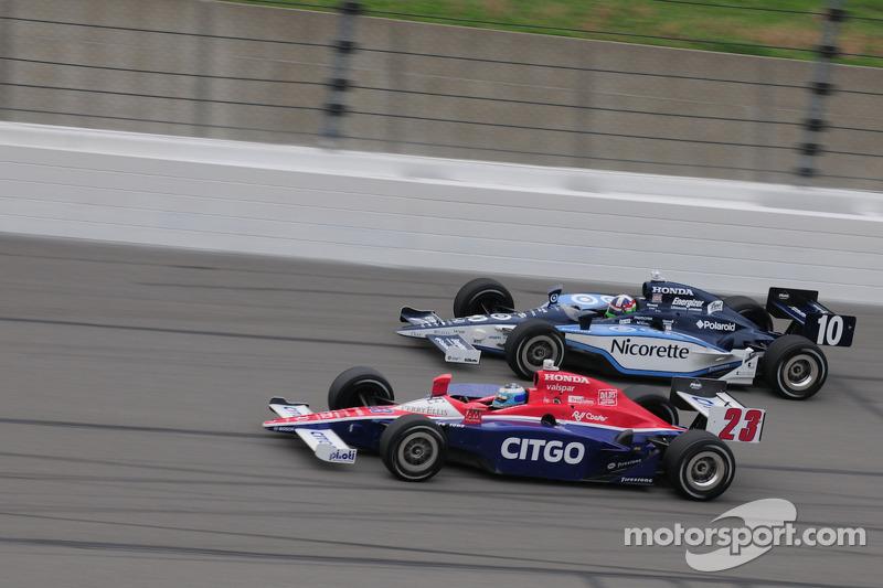Dario Franchitti, Target Chip Ganassi Racing and Milka Duno, Dreyer & Reinbold Racing run together