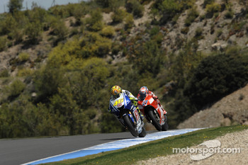 Valentino Rossi, Fiat Yamaha Team leads Casey Stoner, Ducati Marlboro Team