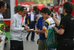 Lewis Hamilton, McLaren Mercedes signs an autograph