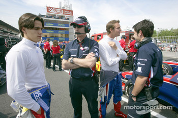 Giedo Van der Garde and Diego Nunes talk with their engineers