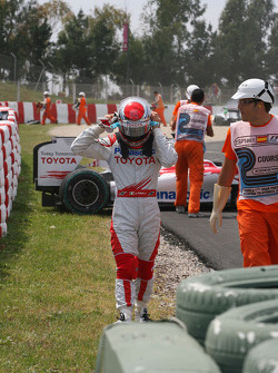 Jarno Trulli, Toyota F1 Team out of the race, crash