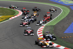 Fernando Alonso, Renault F1 Team leads Nico Rosberg, Williams F1 Team