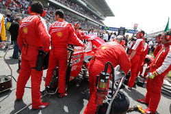 Ferrari cover up the rear wing of Felipe Massa, Scuderia Ferrari