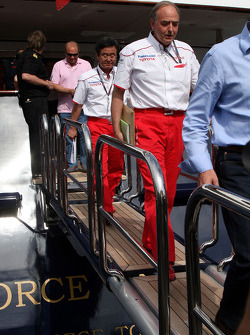 John Howett, Toyota F1 Team, President TMG, leave the FOTA meeting on the boat of Flavio Briatore, Renault F1 Team, Team Chief, Managing Director