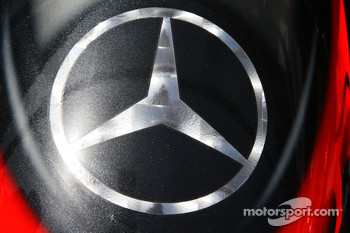 Mercedes star, front wing detail