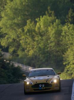 #8 Aston Martin V8 Vantage N24: Wolfgang Schuhbauer, Ulrich Bez, Chris Porritt