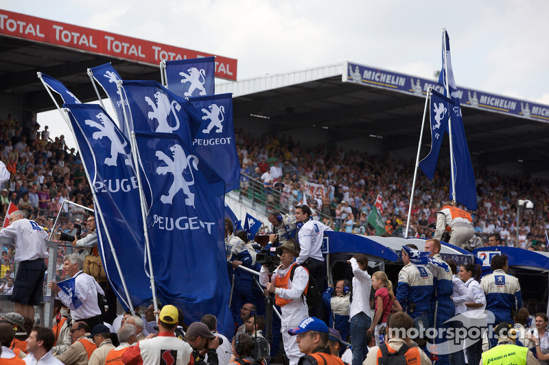 Team Peugeot Total team members get ready to celebrate