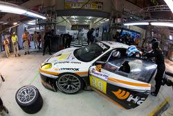 Pit stop for #89 Hankook Farnbacher Ferrari F430 GT: Dominik Farnbacher, Allan Simonsen, Christian Montanari