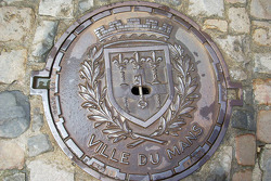 A Le Mans manhole cover