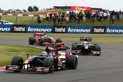 Sébastien Bourdais, Scuderia Toro Rosso leads Sebastien Buemi, Scuderia Toro Rosso