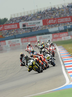 Colin Edwards, Monster Yamaha Tech 3 leads a group of bikes