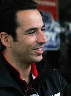 Autograph session: Helio Castroneves, Team Penske