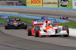 Helio Castroneves, Team Penske leading Danica Patrick, Andretti Green Racing