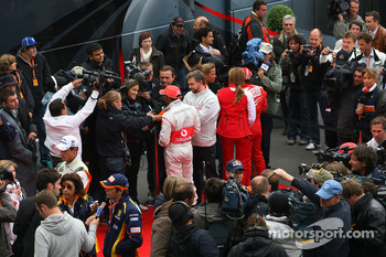 Lewis Hamilton, McLaren Mercedes, Nelson A. Piquet, Renault F1 Team and Sebastian Vettel, Red Bull Racing