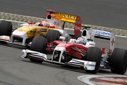 Jarno Trulli, Toyota F1 Team and Fernando Alonso, Renault F1 Team