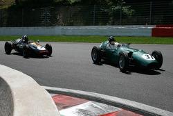 #31 Hubert Fabri (B) Aston Martin DBR4, 1959, 2500cc; #7 Nick Eden (GB) Cooper T45, 1958, 2000cc