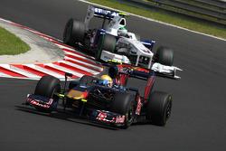 Sebastien Buemi, Scuderia Toro Rosso in front of Nick Heidfeld, BMW Sauber F1 Team