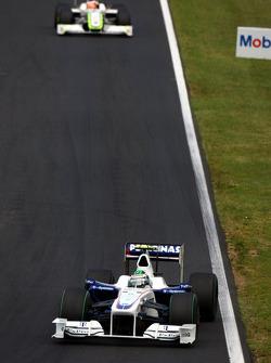Nick Heidfeld, BMW Sauber F1 Team in front of Rubens Barrichello, Brawn GP