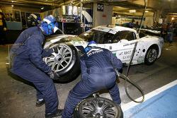 Pit stop for #72 Luc Alphand Aventures Corvette C6.R: Julien Jousse, Patrice Goueslard, Yann Clairay