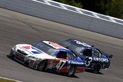 Marcos Ambrose, JTG Daugherty Racing Toyota, Reed Sorenson, Richard Petty Motorsports Dodge