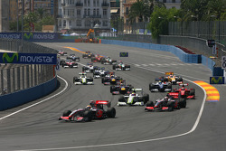 Start: Lewis Hamilton, McLaren Mercedes leads the field