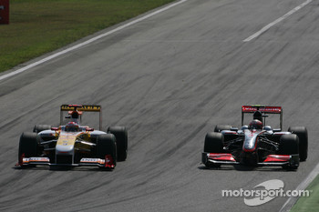 Fernando Alonso, Renault F1 Team and Heikki Kovalainen, McLaren Mercedes