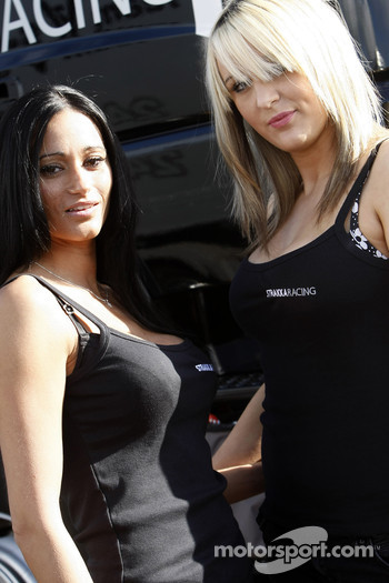 The charming Strakka Racing girls