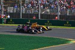 Jolyon Palmer, Renault Sport F1 Team RS16 and Carlos Sainz Jr., Scuderia Toro Rosso STR11