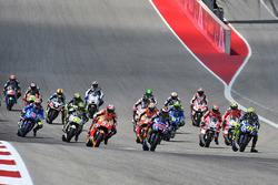 Race start: Jorge Lorenzo, Yamaha Factory Racing leads