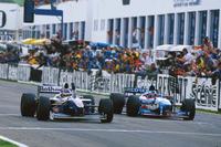 Formule 1 Foto's - Jacques Villeneuve, Williams FW19 Renault wint de titel