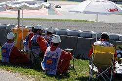 Lewis Hamilton, Mercedes AMG F1 Team W07 with marshalls