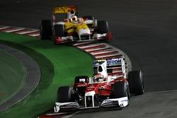 Timo Glock, Toyota F1 Team leads Fernando Alonso, Renault F1 Team