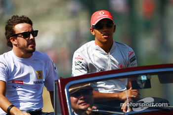 Fernando Alonso, Renault F1 Team and Lewis Hamilton, McLaren Mercedes