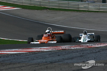 #32 Jeremy Smith Surtees TS20; #37 Christophe dAnsembourg Williams FW07/C