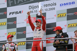 Podium: race winner and champion Jules Bianchi, ART Grand Prix Dallara F308 Mercedes, second place Sam Bird, Muecke Motorsport Dallara F308 Mercedes, third place Roberto Merhi, Manor Motorsport Dallara F308 Mercedes