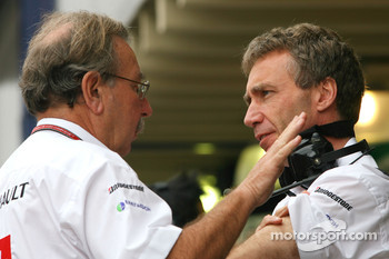 Jean-Francois Caubet, Managing director of Renault F1 and Bob Bell, Renault F1 Team, Team's managing director