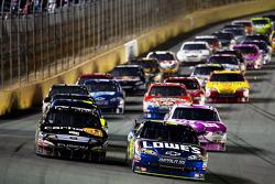 Matt Kenseth, Roush Fenway Racing Ford and Jimmie Johnson, Hendrick Motorsports Chevrolet lead the field