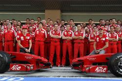 Kimi Raikkonen, Scuderia Ferrari, Stefano Domenicali, Scuderia Ferrari, Sporting Director, Chris Dyer, Scuderia Ferrari, Track Engineer of Kimi Raikkonen, Giancarlo Fisichella, Scuderia Ferrari