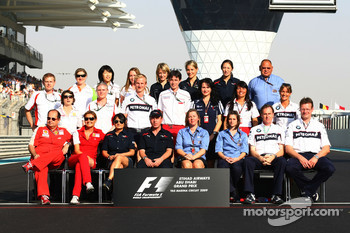 Formula One teams and FIA press officers group picture