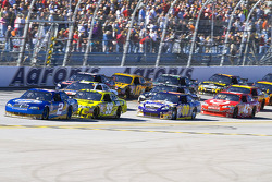 Kurt Busch, Penske Racing Dodge leads a group of cars
