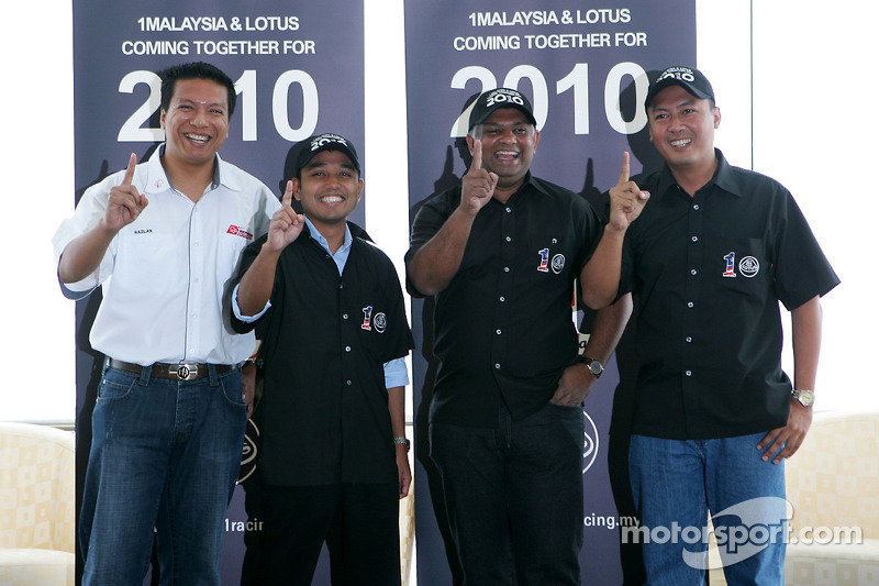 Sepang International Circuit CEO Razlan Razali, newly-appointed CEO of 1Malaysia Racing Team Riad Asmat, 1Malaysia Racing Team Principal Dato' Sri Tony Fernandes, and Motorsports Association of Malaysia CEO Mia Sharizman Ismail at the event to announce