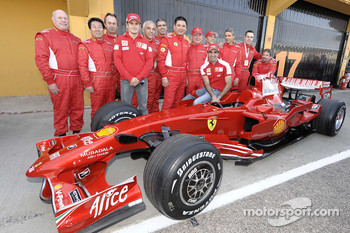 F1 Clienti: Giancarlo Fisichella and Marc Gene pose with competitors